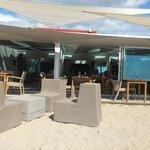 Aperitif sur la plage et repas en terrasse