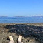 La plage face à la caldeira