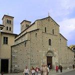 Basilica di S. Abbondio, Como. Esterno