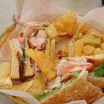 Lekkere sandwiches bij het zwembad