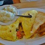 Veggie Omelet w/grits & toast