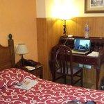 Escritorio. Wifi en todo el hotel de buena calidad
