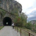 Пешеходная тропа с туннелем