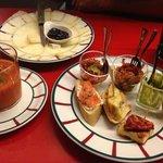 Tapas, gaspacho, assiette de fromages et sangria maison : un régal