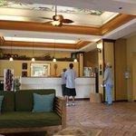 ハワイの雰囲気のあるフロントデスク