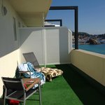 The balcony with sunbeds and the view of Sa Palomera