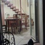 Comedor adyacente a la cocina, desde el balcón