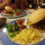 Hamburguesa de Buey con cebolla confitada...