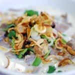 Fideos con sopa de coco y ajo