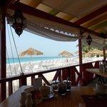 Vista agradável da praia quando estamos no restaurante