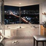 Deluxe Twin Bath Room