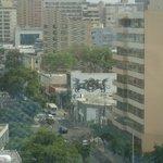Avenida Jose Larco em Miraflores. Vista a partir do andar 11 do hotel Ibis Larco Miraflores.