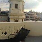 Blick vom Zimmer auf den Balkon