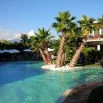 Tropical-Pool beim Hotel