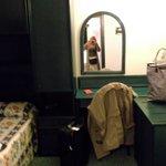la chambre à deux lits jolie déco