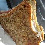 다음날 조식 못먹는 대신 포장해준 햄치즈 샌드위치!!