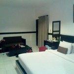 la chambre grande et confortable