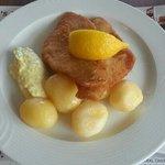 panerad spätta med potatis och remouladsås