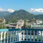 Вид на Гималаи с крыши отеля