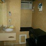 Verbauter Waschbereich in Zimmer 309