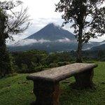 extraordinaria vista al volcán !!! bella manera de amanecer !!!