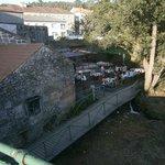 Vista desde el puente del local y su terraza