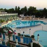 veduta della piscina da camera superior lato mare.