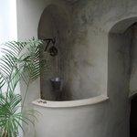 Situado entre el comedor y los baños árabes