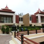 View of Hotel Exterior - Spacious Nice Villas and Nice Garden Landscaping