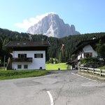 Sassolungo : strada tra Belaval e Selva di Val Gardena