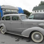 BLUE BENN Diner and classic car