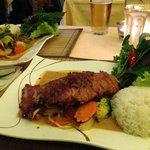 Rindfleisch Curry & Ente Erdnusssoße