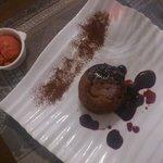 Moelleux aux chocolats  avec son sorbet rouge