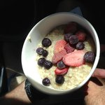 oatmeal with berries added