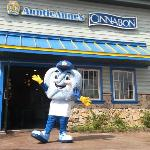 Twistee showing off the new Auntie Anne's and Cinnabon store!!!