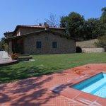 La struttura vista dalla piscina