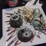 tortini al cioccolato con gelato a vaniglia e menta e cioccolato
