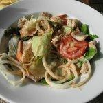 Салат с морепродуктами. Вкуснее аналогов не ел.
