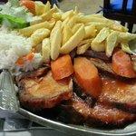 maiale al forno con patate fritte e riso