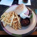 Black pepper mayo burger