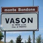 Cartello indicazioni a Vason