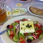 Insalata greca, Pita e tzaziki