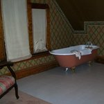 bathroom of suite 305 faces west