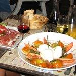 Delicious trio of tomatoes with mozzarella
