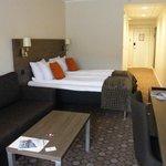 La chambre est très spacieuse et confortable