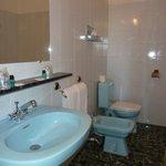 La salle de bain de la chambre 6