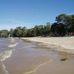 En regardant le Rio de la Plata vers l'Ouest en direction de Colonia et personne à l'horizon en