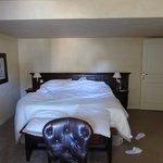 La chambre. Grand lit
