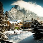 BANFF Y MOUNTAIN LODGE -- YWCA