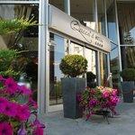 Queen's Hotel's Entrance